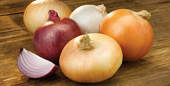 10_Onions-on-Wood-Horiz